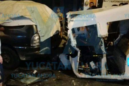 Choca ebrio mototaxista en calles de Juan Pablo II