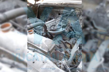 Se incendia de la nada su camioneta y la salva con ayuda de testigos
