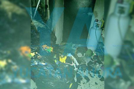Vecinos de Kanasín salvan a familia de incendio con cubetazos