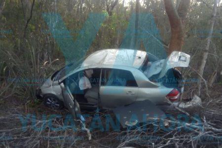 Joven maestra sufre aparatoso accidente al esquivar un auto