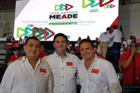Meade come con el gobernador Mauricio Vila y el empresario José Chapur