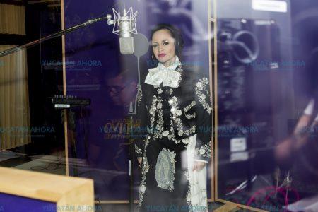 A Edith Encalada le nace del corazón cantarle a Juan Gabriel
