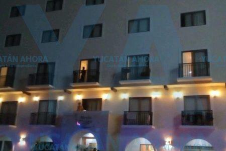 Estudiantes atrapados en elevador de un hotel en Altabrisa