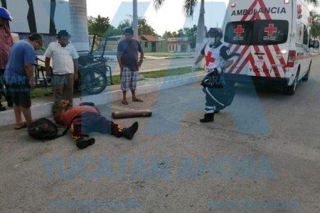 Vuelca moto adaptada: heridos padre e hijo
