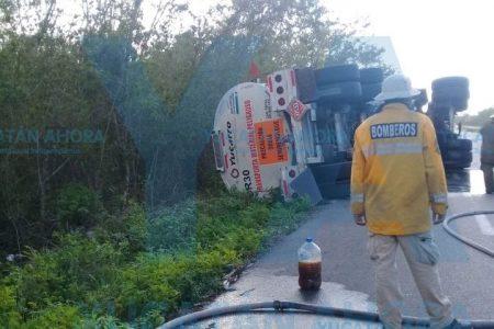 Vuelca trailera en la carretera Mérida-Valladolid