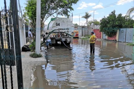 Por la lluvia de ayer, retiran 360 mil litros de agua de las calles