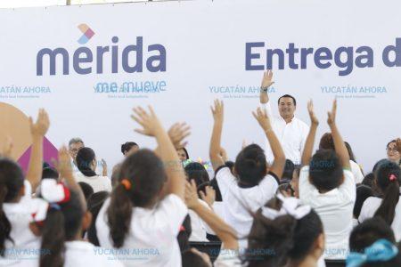 Anuncian mil 580 nuevas becas para estudiantes meridanos
