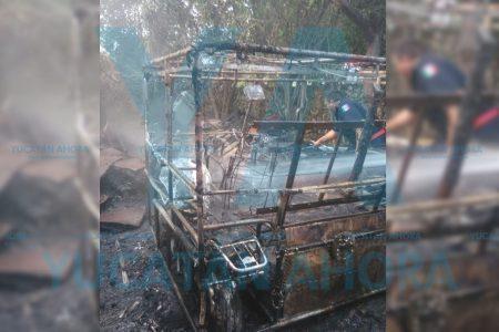 Arde mototaxi en la avenida 128