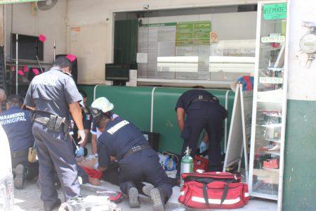 Sufre un paro cardiaco conduciendo en el centro de Mérida
