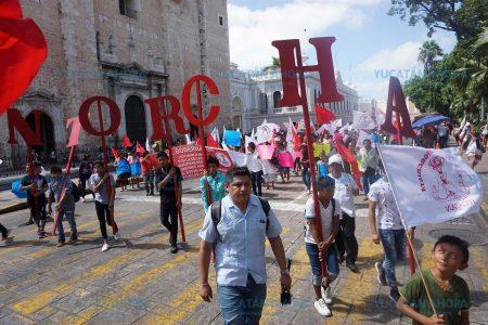 Marchan en demanda de apoyos e insumos para el campo