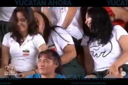 Risas y seña obscena durante el discurso de AMLO en Mérida