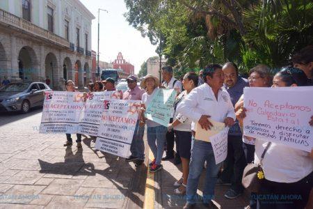 Protestan maestros y administrativos: se oponen a trabajar sábados