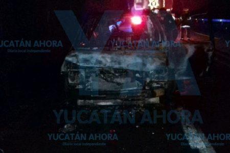 Abandonado y quemado en la carretera Mérida-Cancún