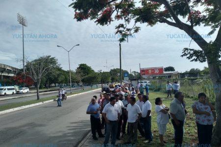 Largas filas de votantes y hostigamiento contra taxistas
