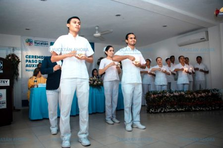 Egresan del Isstey nueve auxiliares de enfermería