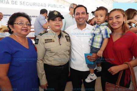 Mauricio Vila inicia entrega de becas universitarias para hijos de policías
