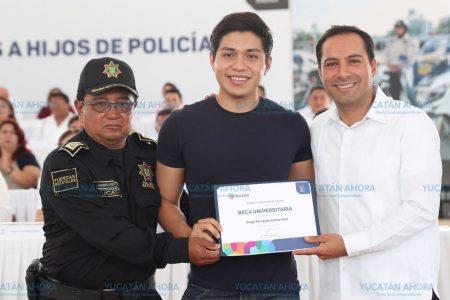 Becas para hijos de policías transforman la vida de sus familias