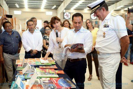 Mauricio Vila pone en marcha la distribución de libros de texto