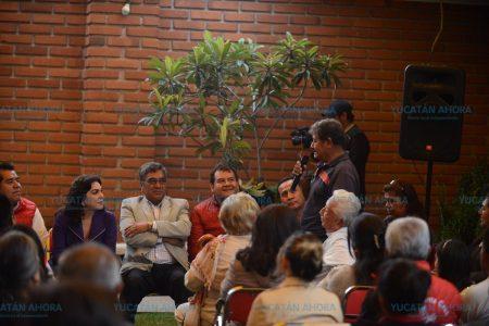 Militantes le piden a Ivonne Ortega que el PRI deje de ser un partido callado