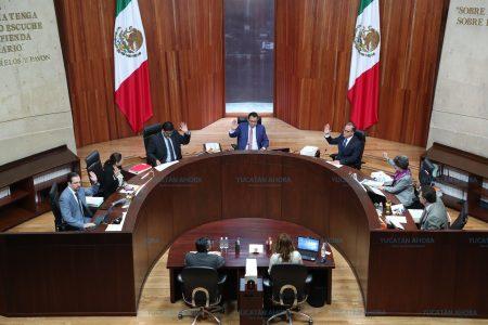Restituyen derechos a asesor parlamentario que criticó a Morena