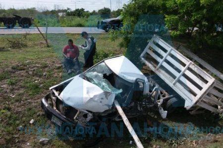 Joven chofer destroza su camioneta en el Periférico