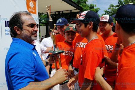 Concluye torneo de béisbol en la Unidad Deportiva del Sur