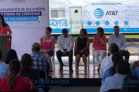 AT&T México entrega aula móvil en Yucatán