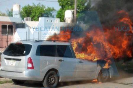 Más autos incendiados: una joven pierde su coche en Juan Pablo II