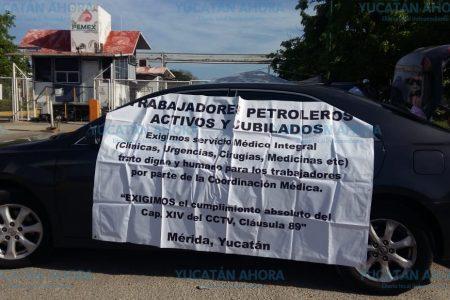 Jubilados vuelven a bloquear terminal de Pemex