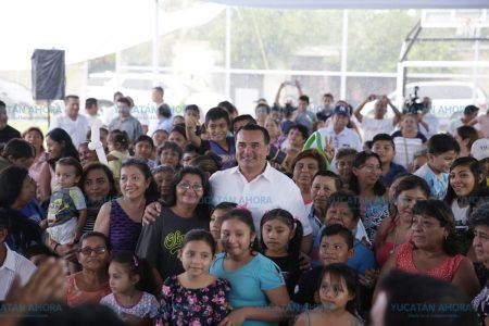 Renán Barrera entrega nuevo parque en la colonia Libertad