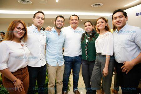 Renán Barrera apoya a jóvenes para estudiar en el extranjero