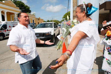 Renán Barrera, a mano con las comisarías de Mérida