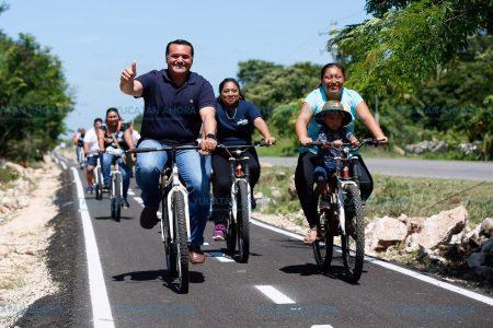 Renán Barrera entrega nueva ciclovía de San Pedro Chimay a Tahdzibichén