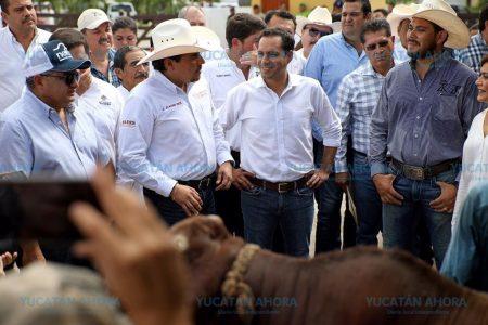 Mauricio Vila continúa apoyando a ganaderos