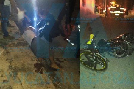 Motociclista no respeta el alto y lo chocan