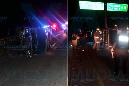 Conductora vuelca su camioneta al intentar tomar una desviación