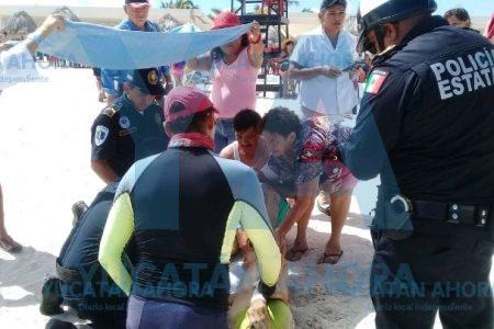Guardavidas salva a un abuelito de morir ahogado