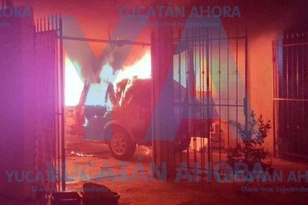 Olor a quemado le avisa que se incendiaban su auto y su casa
