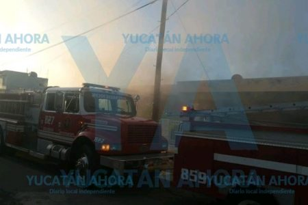 Las veladoras encendidas lo hacen de nuevo: queman una casa