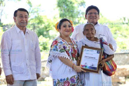 Gobierno de Yucatán reconoce a quienes trabajan por preservar la cultura maya