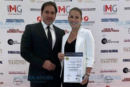 Exhiben al alcalde de Progreso por 'comprar' premio para su esposa