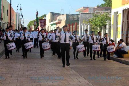 Magno desfile de Independencia en Valladolid