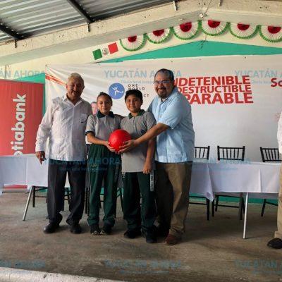 Scotiabank entrega balones indestructibles a estudiantes yucatecos