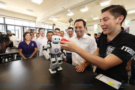 Mauricio Vila entrega equipos de última generación a la UPY