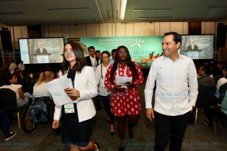 Mauricio Vila pide a los jóvenes que construyan la paz todos los días