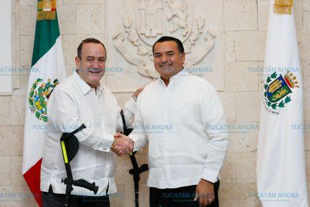Renán Barrera recibe al presidente electo de Guatemala