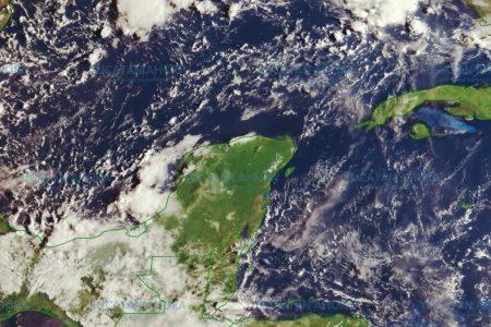 Zona de baja presión y onda tropical dejarán lluvias este domingo