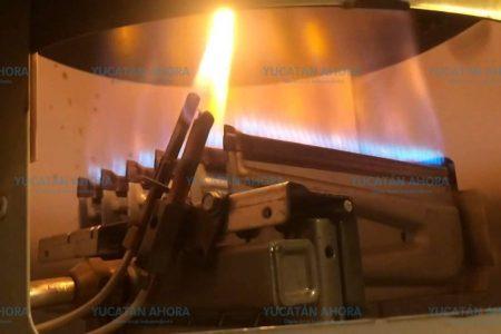 Flamazo en un boiler deja dos quemados en Pinos
