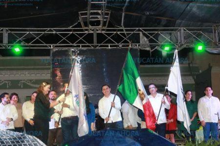 Bajo lluvia festejan en Mérida los 80 años del PAN