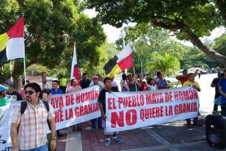 Protestan en medio de estrictas medidas de seguridad